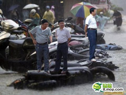 Фото прикол с левитирующими чиновниками (19)